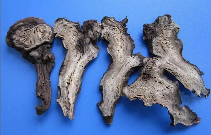 马钱子的毒性很猛的,成人口服7粒生马钱子就会中毒死亡.